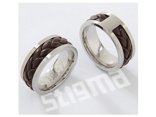 Hochfeiner Ring aus Edelstahl und echtem Leder