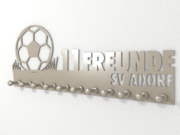 Garderobe mit Vereinsname für Fussballfreunde