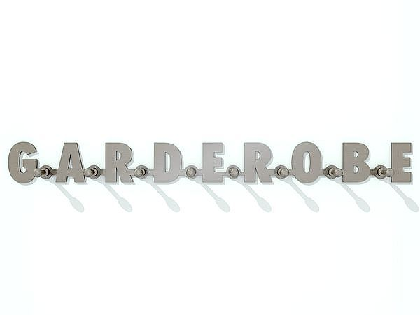 Wandgarderobe aus Edelstahl mit dem Schriftzug Garderobe