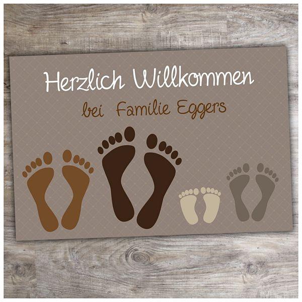 Fußmatte Füße mit individuellem Wunschtext in braun