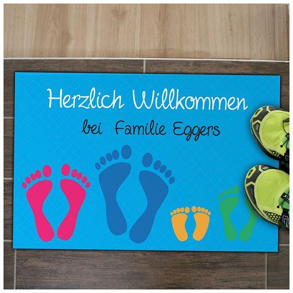Individuellwohnzubehör - Fußmatte für Familie mit Füße und individuellem Wunschtext in blau - Onlineshop 1a Geschenkeshop
