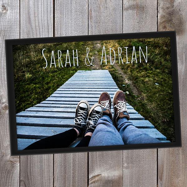 Individuellfotogeschenke - Personalisierte Fußmatte mit eigenem Namen und Foto 70 x 50 cm - Onlineshop 1a Geschenkeshop